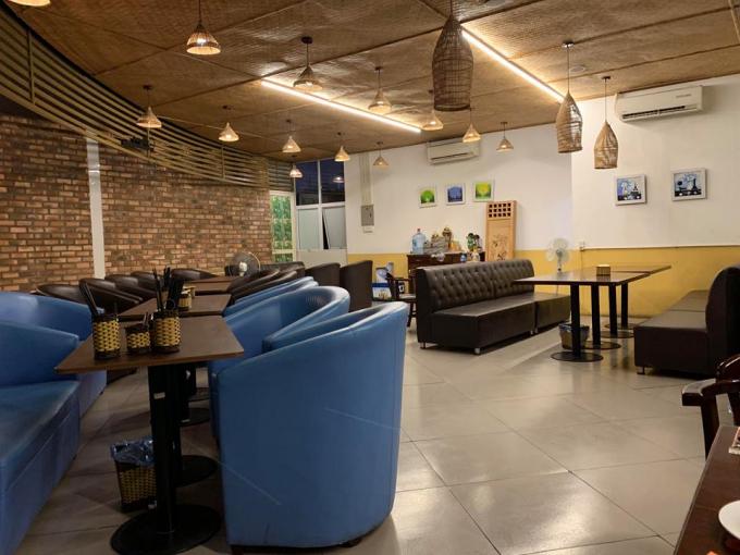 Không gian bên trong nhà hàng Phở An.
