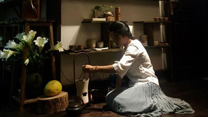 Quán trà đặc biệt nằm ở tầng 5 một khu tập thể trên phố Ngô Quyền, Hà Nội