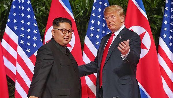 Ông Trump và ông Kim tại cuộc gặp đầu tiên ở Singapore.