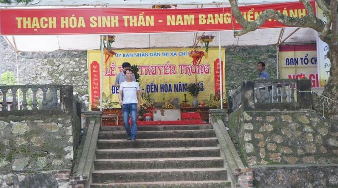 Lối vào đền.