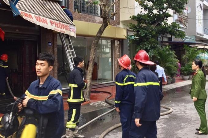 Lực lượng Cảnh sát PCCC tham gia chữa cháy và cứu nạn. Ảnh: CACC.