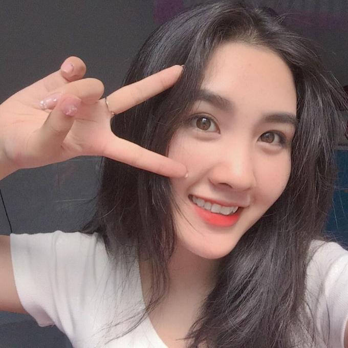 Cô gái Đào Lan Anh, sinh viên năm nhất Khoa Quan hệ quốc tế (Trường Đại học Sài Gòn) sở hữu ngoại hình chuẩn, gương mặt xinh đẹp cùng nụ cười hiền khiến người đối diện có nhiều thiện cảm.