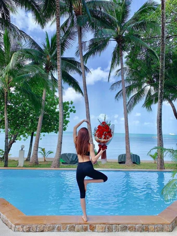 Hồ Ngọc Hà được Kim Lý tặng quà khi cả hai đang đi nghỉ dưỡng tại Thái Lan.