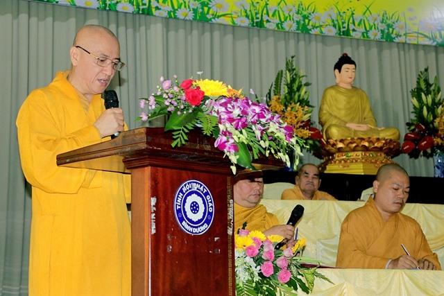 HT Thích Huệ Thông phát biểu tại buổi tổng kết công tác từ thiện của Phật giáo Bình Dương vào dịp tết vừa qua.