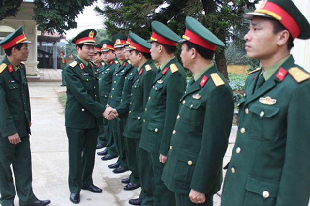 Trung tướng Nguyễn Tân Cương, Ủy viên Trung ương Đảng, Phó Tổng Tham mưu trưởng QĐND Việt Nam kiểm tra công tác chuẩn bị huấn luyện chiến sĩ mới năm 2019 tại Bộ Tư lệnh Thủ đô Hà Nội vào sáng 19/2/2019.