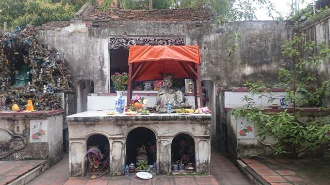 Cảnh tượng đổ nát, hỏng hóc tại chùa cổ Hương Lâm.