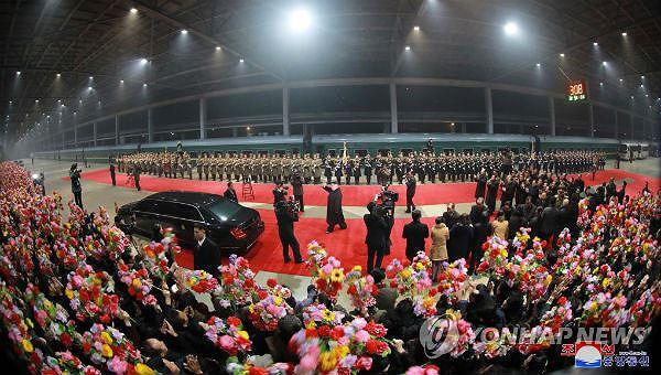 Hình ảnh đón tiếp của người dân Triều Tiên khi lãnh đạo về nước.