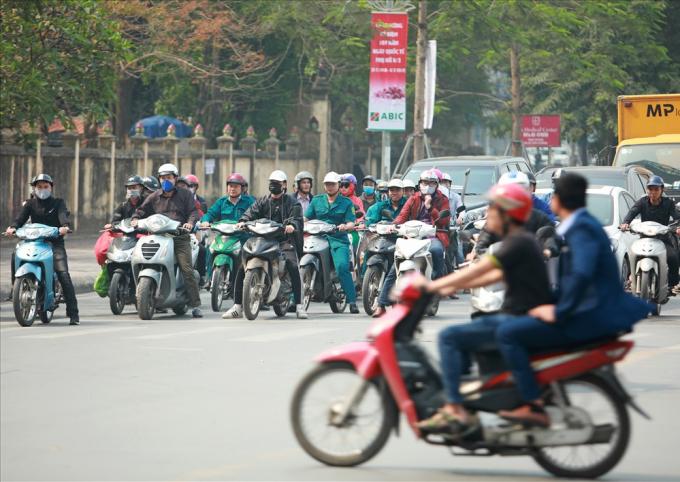 Theo Sở GTVT Hà Nội, việc cấm xe máy trên đường Lê Văn Lương, Nguyễn Trãi sẽ phát huy hiệu quả hơn nữa xe buýt nhanh BRT tuyến Kim Mã - Yên Nghĩa, hoặc tuyến đường sắt đô thị 2A Cát Linh - Hà Đông.