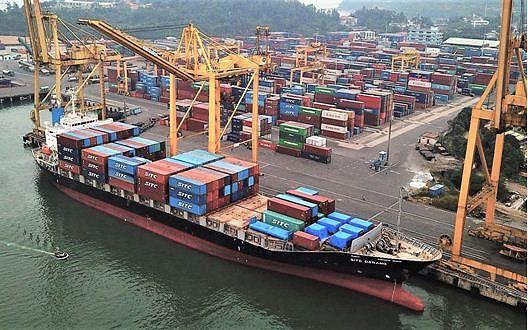 Hãng tàu SITC cập bến Tiên Sa (Cảng Đà Nẵng) để làm hàng.