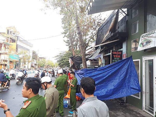 Hiện cơ quan chức năng vẫn đangẫn đang phong tỏa hiện trường, tiến hành điều tra nguyên nhân vụ cháy.