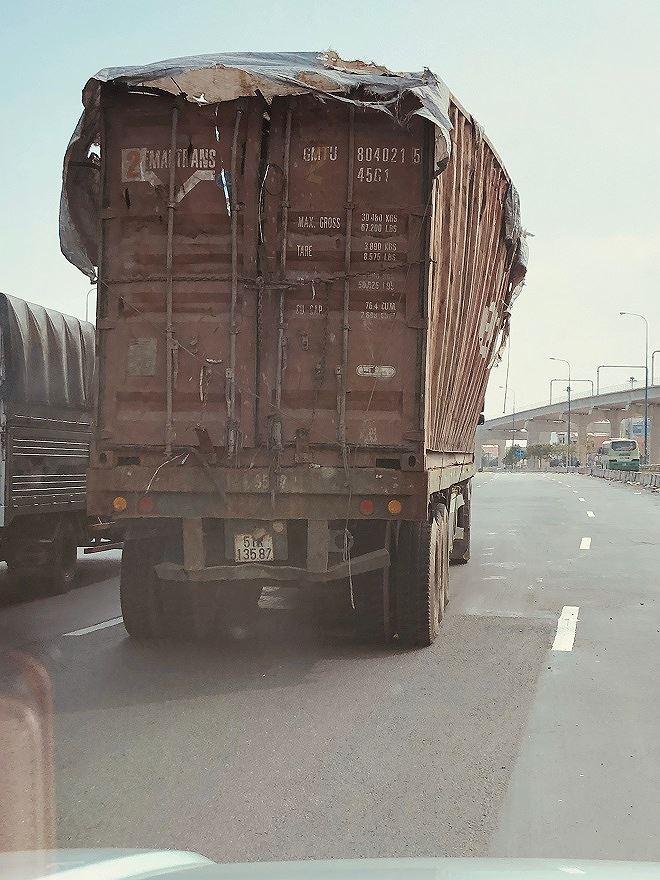 Xe tải ben cơi nới thành ben vượt quá quy định cho phép.