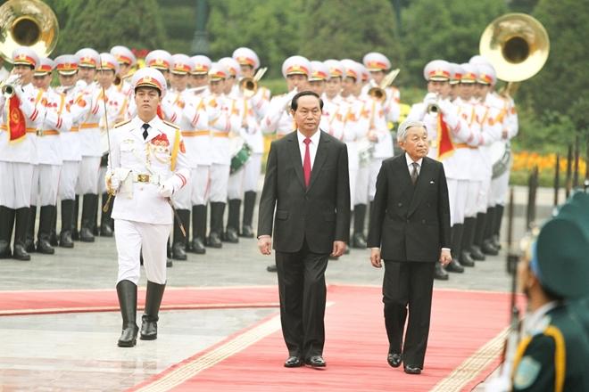 Lễ đón Nhà vua Nhật Bản và Hoàng hậu diễn ra vào 10h10' sáng 1-3-2017 tại Phủ Chủ tịch, dưới sự chủ trì của Chủ tịch nước Trần Đại Quang. Đối với Việt Nam, Nhật Hoàng Akihito dành một tình cảm tốt đẹp và luôn ủng hộ các thành viên Hoàng gia Nhật Bản tăng cường giao lưu với Việt Nam.