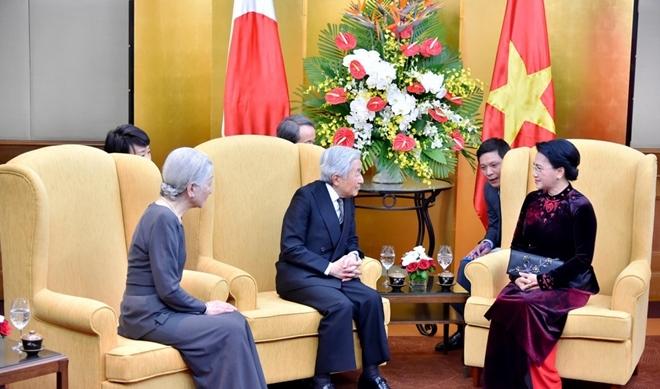 Chiều 1-3-2017, Nhà vua và Hoàng hậu Nhật Bản đã hội kiến Chủ tịch Quốc hội Nguyễn Thị Kim Ngân. Nhà vua Nhật Bản cho biết đã trông đợi chuyến thăm tới Việt Nam từ lâu và mong muốn chuyến thăm sẽ góp phần làm sâu sắc hơn quan hệ hợp tác hữu nghị giữa hai nước.