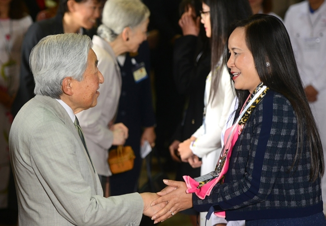 Sáng ngày 2-3-2017, Nhật hoàng Akihito và Hoàng hậu Michiko đã có buổi giao lưu với các cựu sinh viên Việt Nam từng học tập tại Nhật Bản và sinh viên trường Đại học Việt Nhật tại Văn Miếu - Quốc Tử Giám.