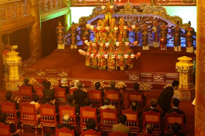 Sáng 4-3-2017, Nhà vua Nhật Bản Akihito và Hoàng hậu Michiko đã đến thăm Đại Nội Huế và nghe Nhã nhạc Cung đình Huế. Theo Hoàng gia Nhật Bản, Nhã nhạc cung đình Nhật Bản đã có giao lưu và chịu ảnh hưởng Nhã nhạc cung đình Huế Việt Nam từ thế kỷ thứ 8, khi nhà sư Phật Triết của nước Lâm Ấp (Miền Trung Việt Nam hiện nay) sang kinh đô Nara Nhật Bản giao lưu Phật Giáo, tu tập tại chùa Đại An. Ảnh: Anh Khoa