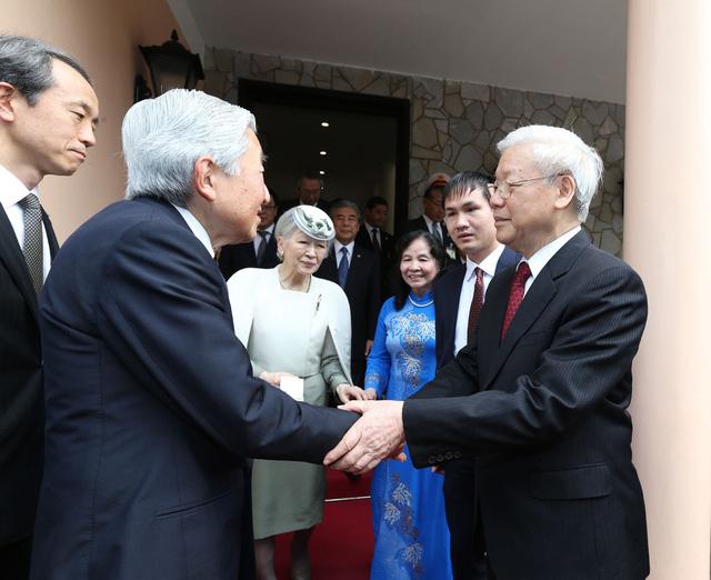Tổng Bí thư Nguyễn Phú Trọng đón Nhật hoàng Akihito và Hoàng hậu Michiko (tháng 3-2017).