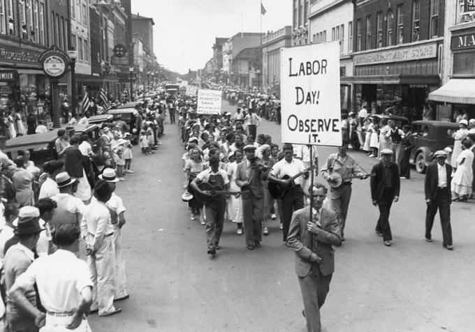Diễu hành Ngày Lao động ở Mỹ những năm 1930.