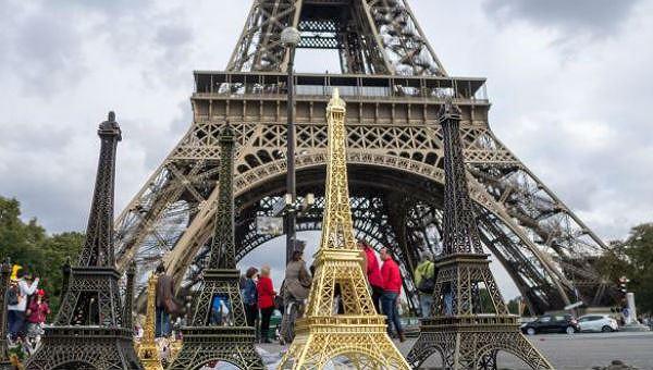 Mỗi năm có 7 triệu người lên thăm tòa tháp
