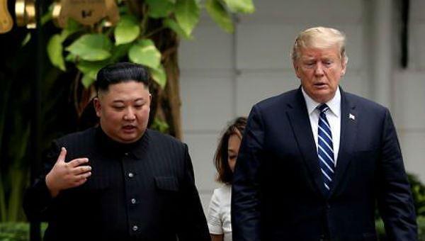Ông Kim và ông Trump tại hội nghị thượng đỉnh ở Hà Nội