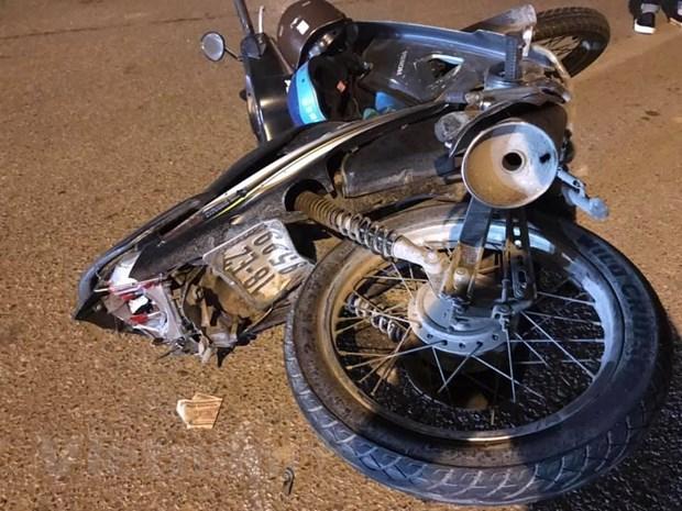 Chiếc xe máy của nạn nhân tại hiện trường (Ảnh: Phùng Chiến/Vietnam+)