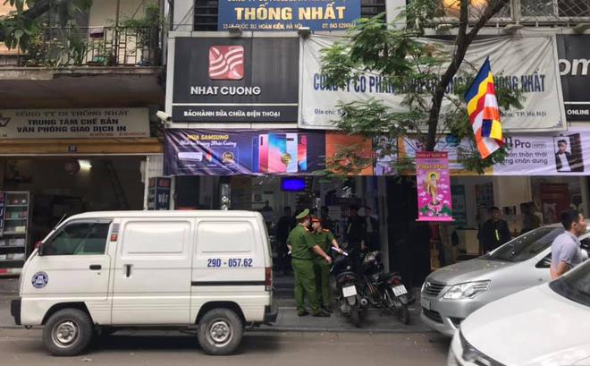 Lực lượng Công an tiến hành khám xét cửa hàng Nhật Cường Mobile tại số 33 Lý Quốc Sư, Hà Nội.