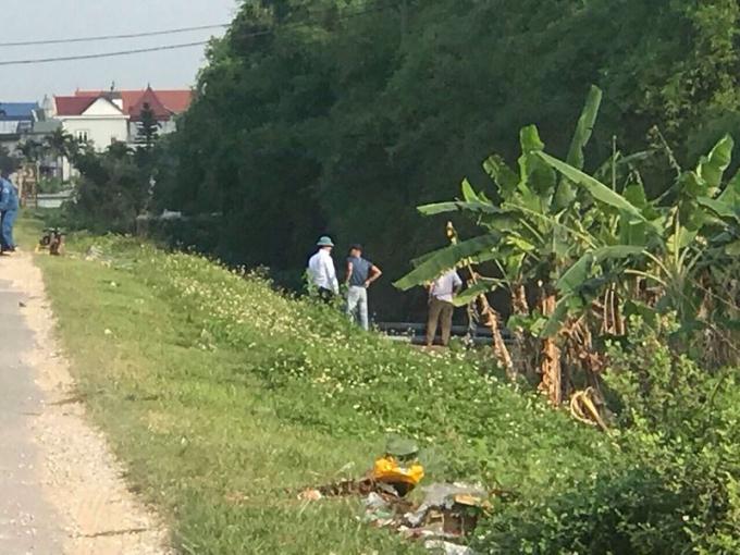 Công ty cổ phần nước sạch và vệ sinh nông thôn tỉnh Hải Dương xẻ đê chôn đường ống nước trái phép ngày 24/4 vừa qua
