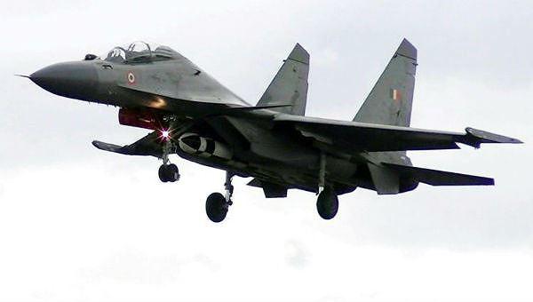 Giới chức Ấn Độ vừa tuyên bố tên lửa hành trình nhanh nhất thế giới đã vượt qua thêm một cuộc thử nghiệm nữa khi bắn trúng mục tiêu trên mặt đất sau khi được phóng từ máy bay chiến đấu. Hình ảnh do Không quân Ấn Độ công bố, cho thấy máy bay chiến đấu Sukhoi Su-30MKI đang mang một tên lửa không đối đất BrahMos.