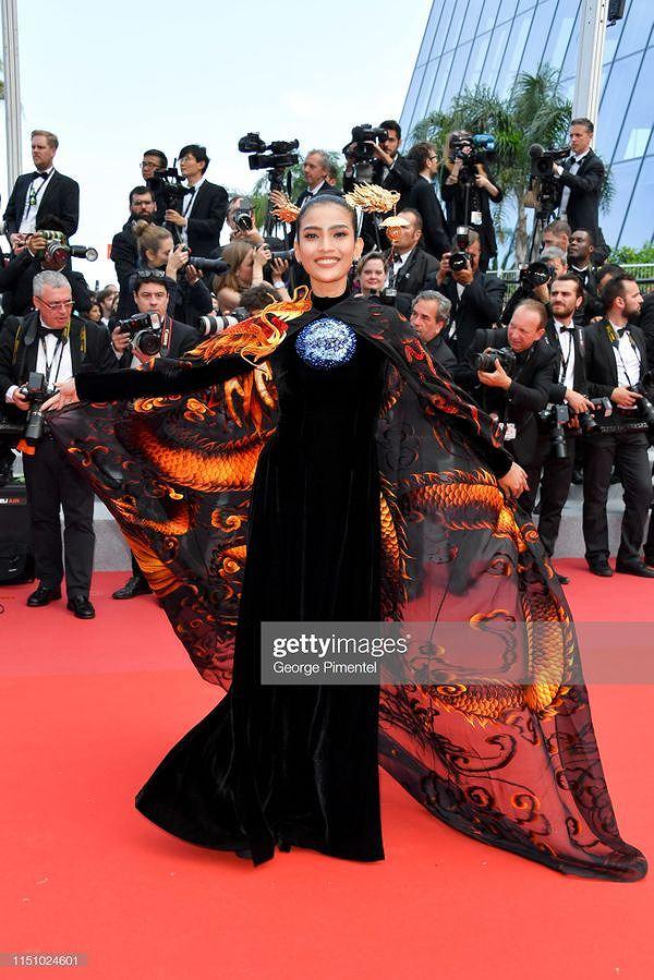 Chiều tối 22/5 (giờ Pháp), ngày thứ 9 của Liên hoan phim quốc tế Cannes lần thứ 72 diễn ra tại Palais des Festivals, Cannes, Pháp. Á hậu Trương Thị May của Việt Nam cũng tham dự sự kiện.