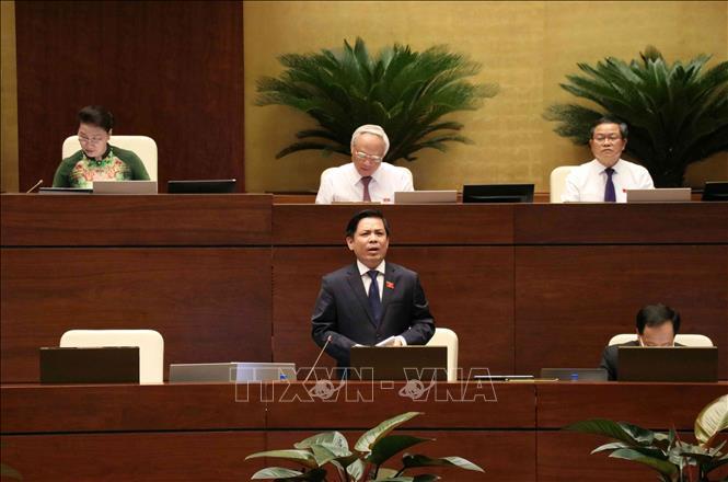 Bộ trưởng Bộ Giao thông Vận tải Nguyễn Văn Thể trả lời chất vấn của đại biểu Quốc hội. Ảnh: Văn Điệp/TTXVN