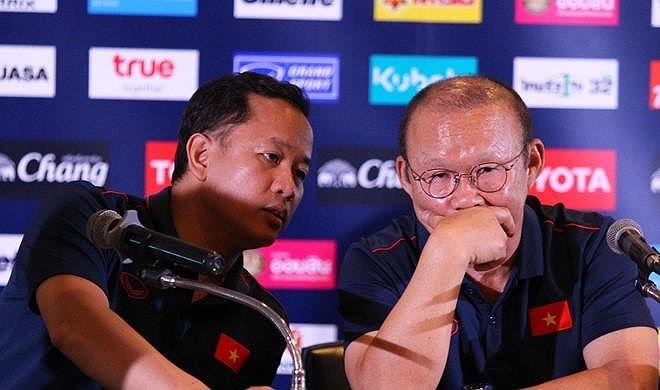 Đối với HLV Park Hang Seo, ông cũng đã trả lời một ở cuộc họp báo với tuyên bố: Việt Nam không sợ những đội mạnh như Nhật Bản, Hàn Quốc, sao phải sợ Thái Lan?