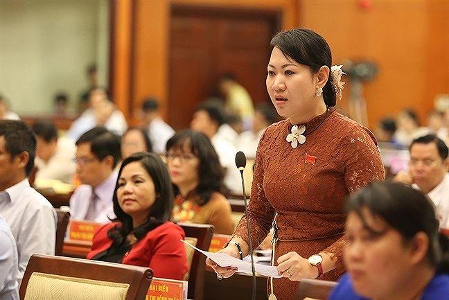 Bà Xuân tỏ thái độ mạnh mẽ khi yêu cầu đưa người nhập cư về lại nơi cư trú.