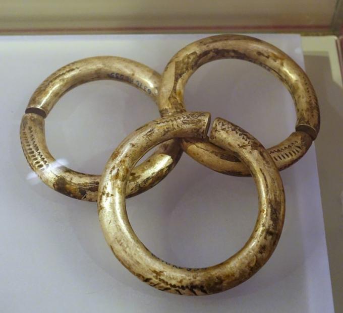 Chiếc vòng đồng có ý nghĩa đặc biệt quan trọng trong đời sống của người Êđê