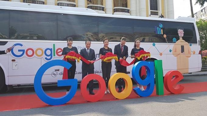 Chuyến xe DigitalBus sẽ xuất hiện và đào tạo lưu động kỹ năng mềm hỗ trợ doanh nghiệp tại 59 tỉnh, thành ở Việt Nam