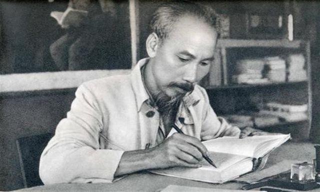 nhung-bai-hoc-qua-50-nam-thuc-hien-di-chuc-cua-bac-1-1566182758344