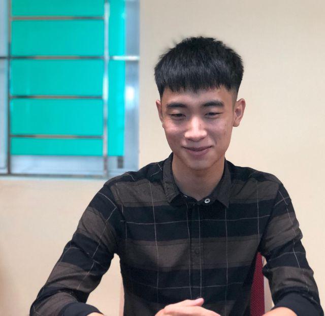 Nụ cười thẹn thùng của chàng trai hiếu thảo Nguyễn Đình Sinh