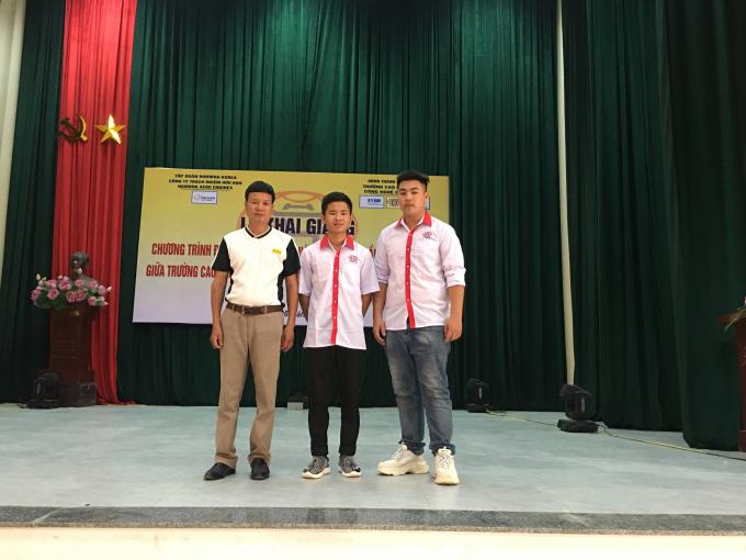Anh Trần Duy Miên- phụ huynh đưa con trai tới HHT khai giảng, nhập học và các tân sinh viên.