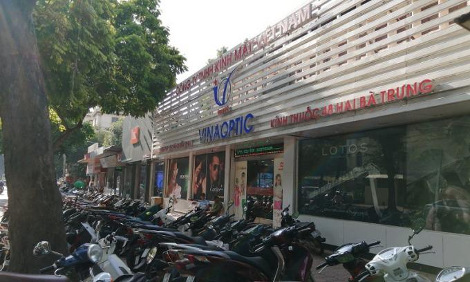 Các cửa hàng trên mặt phố Hai Bà Trưng thuộc diện tích khuôn viên của Viện Dược liệu.
