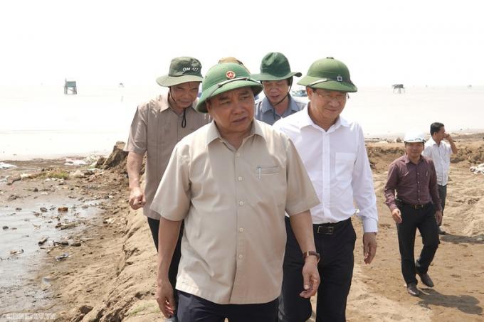 Cùng dự có Phó Thủ tướng Trịnh Đình Dũng, lãnh đạo một số bộ, ngành và 13 tỉnh, thành phố.