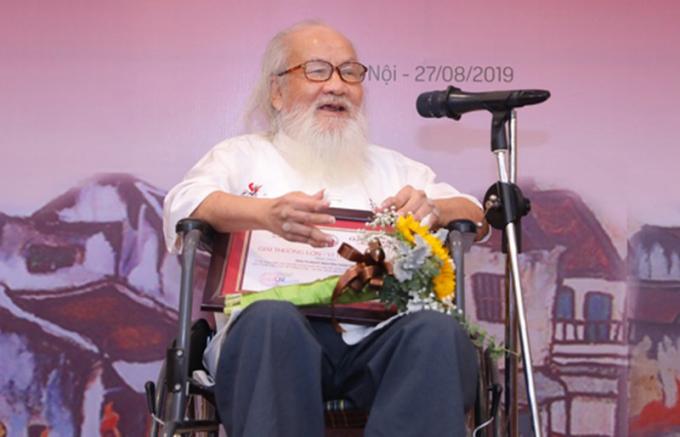 PGS.TS.NGƯT. Nguyễn Thừa Hỷ nhận giải thưởng Bùi Xuân Phái năm 2019