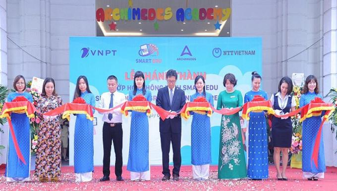 Các phòng học thông minh vừa được khai trương vào sáng nay - ngày 7/10/2019. Đây là quà tặng của Tập đoàn VNPT và đối tác NTT (Nhật Bản) dành cho trường tiểu học Archimedes.