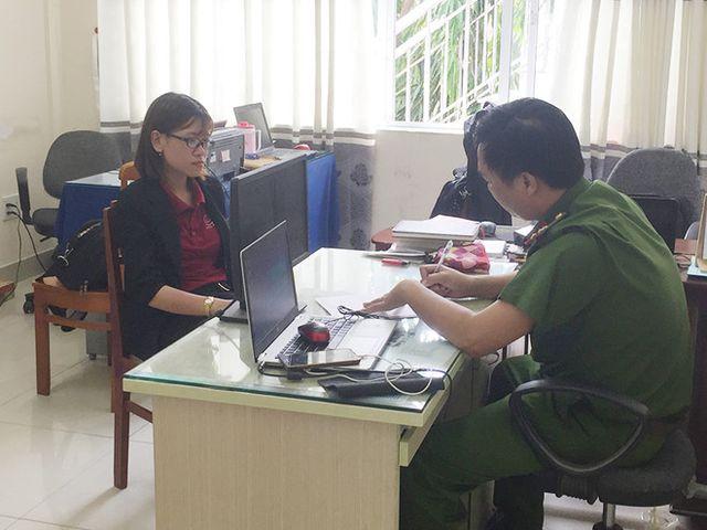 Nguyễn Huỳnh Tú Trinh tại cơ quan điều tra.