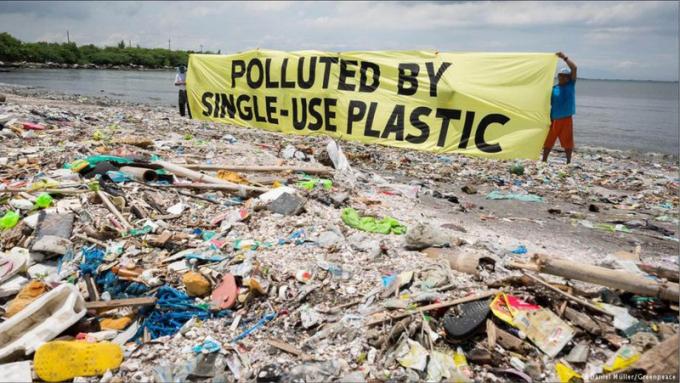 Rác nhựa đang là vấn đề nan giải và khủng hoảng.