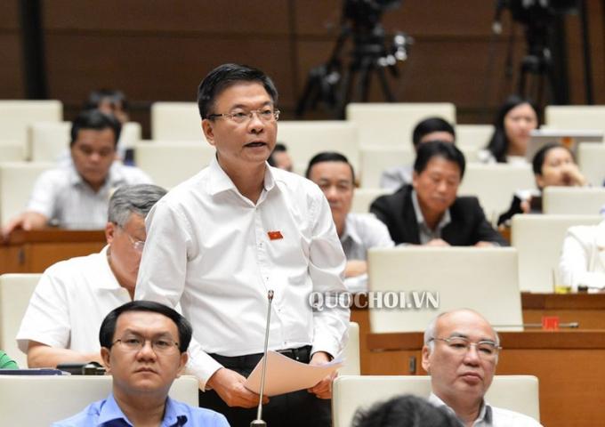 Bộ trưởng Lê Thành Long phát biểu tại phiên họp.
