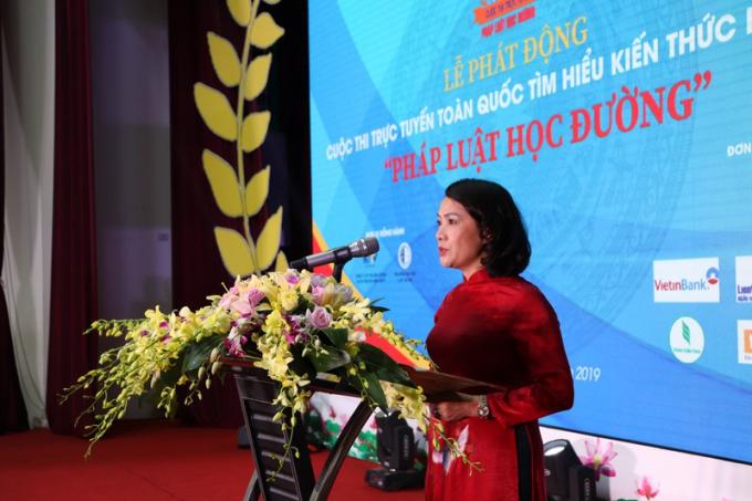 Hiệu trưởng Trường THPT Chu Văn An Lê Mai Anh cam kết sẽ đồng hành, khuyến khích, tạo điều kiện cho các học sinh tham gia cuộc thi