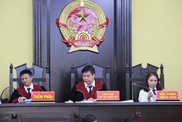 HĐXX vụ gian lận điểm thi tại kỳ thi THPT quốc gia 2018 Sơn La tại Tòa án Nhân dân tỉnh Sơn La diễn ra từ ngày 15-18/10 (Ảnh: Trần Thanh).