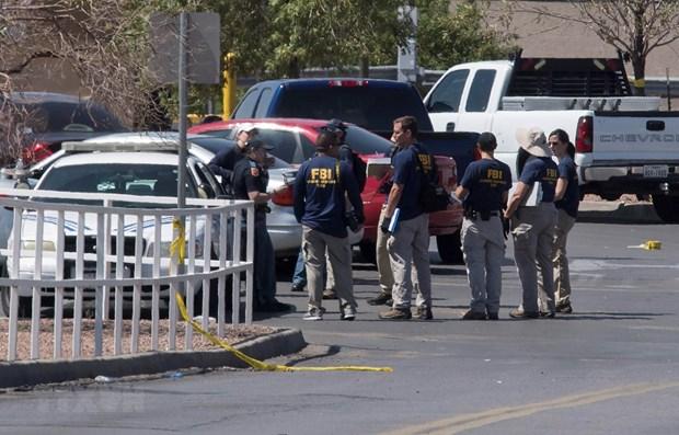 Cảnh sát điều tra tại hiện trường vụ xả súng ở El Paso, bang Texas, Mỹ, ngày 4/8/2019. (Ảnh: AFP/TTXVN)