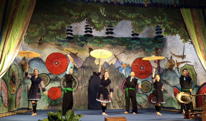 Chương trình nghệ thuật chào mừng với nhiều tiết mục đặc sắc  mang đậm nét văn hóa đồng báo các dân tộc Sa Pa