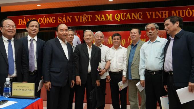 Thủ tướng cùng các đại biểu tại buổi gặp mặt