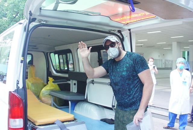 Bệnh nhân người Mỹ được công bố khỏi bệnh tại Bệnh viện Đà Nẵng sáng ngày 4/4.