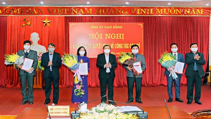 Lãnh đạo tỉnh Cao Bằng trao Quyết định cho các đồng chí được phê chuẩn, điều động, luân chuyển, bổ nhiệm